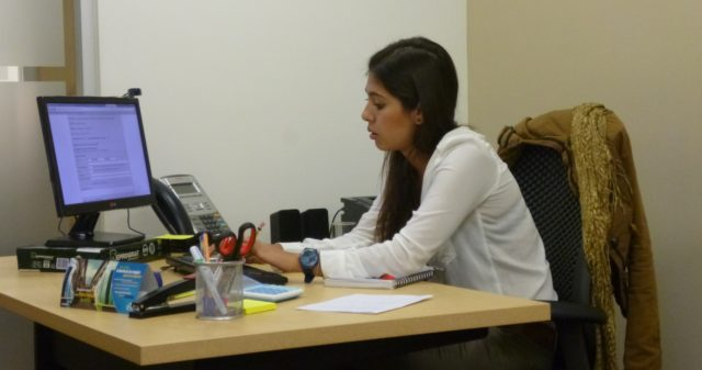 Luisa trabajando